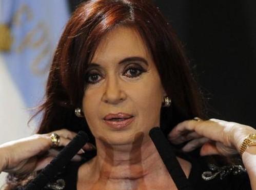 Cristina Kirchner mostra la cicatrice al collo04