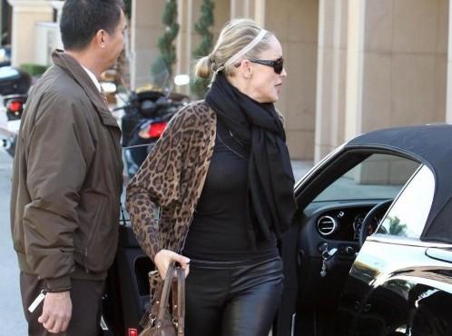 Sharon Stone selvaggia in pelle nera 05