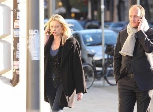 Anna Falchi passeggia con il suo compagno Andrea Ruggeri02