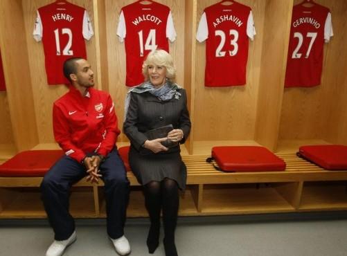 Camilla, Duchessa di Cornovaglia in visita all'Arsenal01