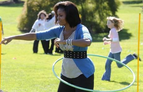 Michelle Obama fa hula-hoop