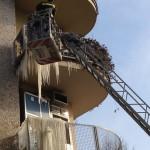 Stalattiti sotto ai balconi a Milano 03