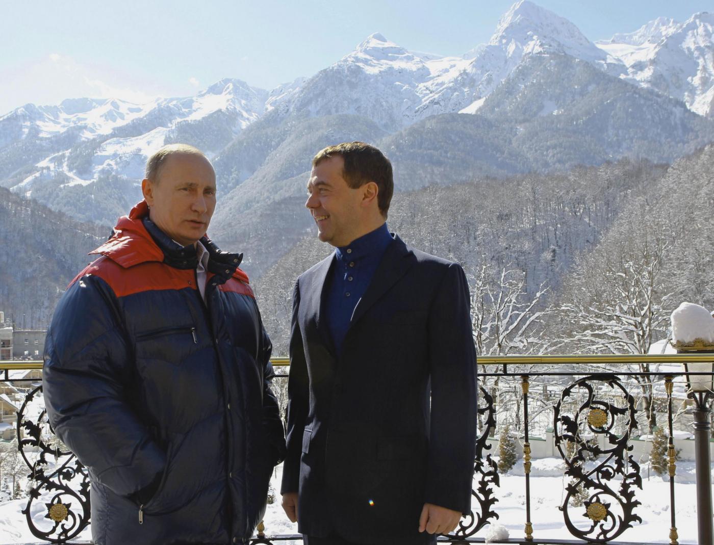 Russia, incontro in montagna tra Berlusconi, Putin e Medvedev011