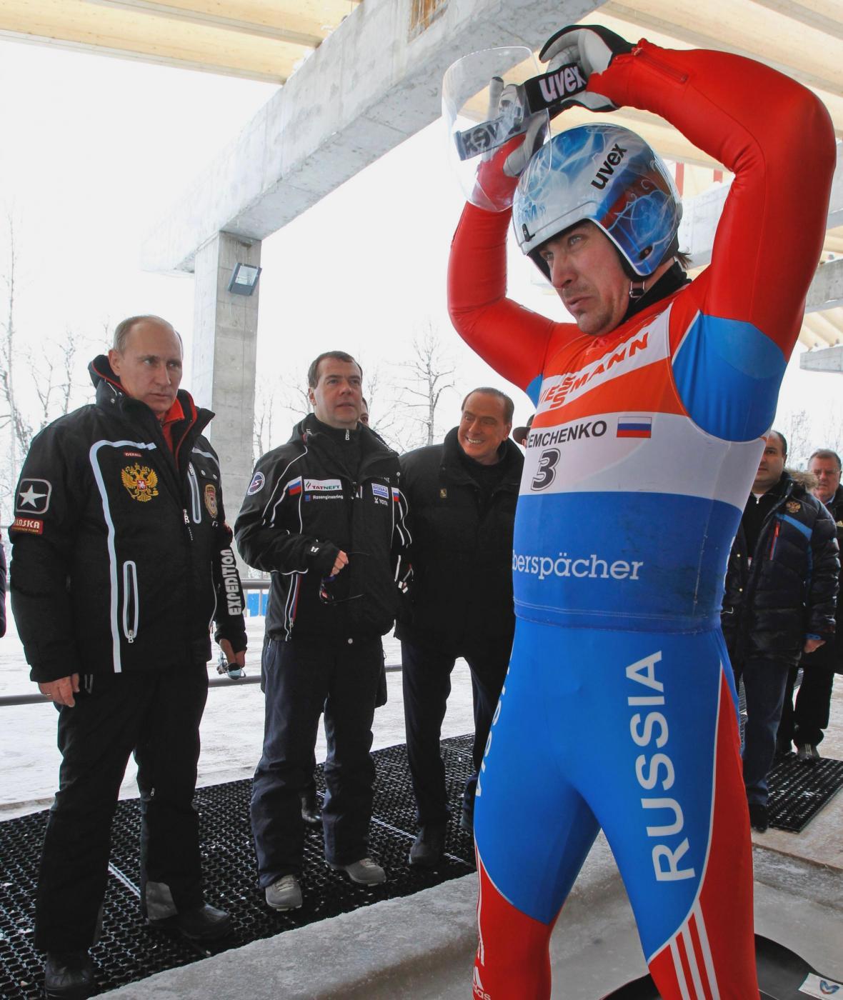 Russia, incontro in montagna tra Berlusconi, Putin e Medvedev014