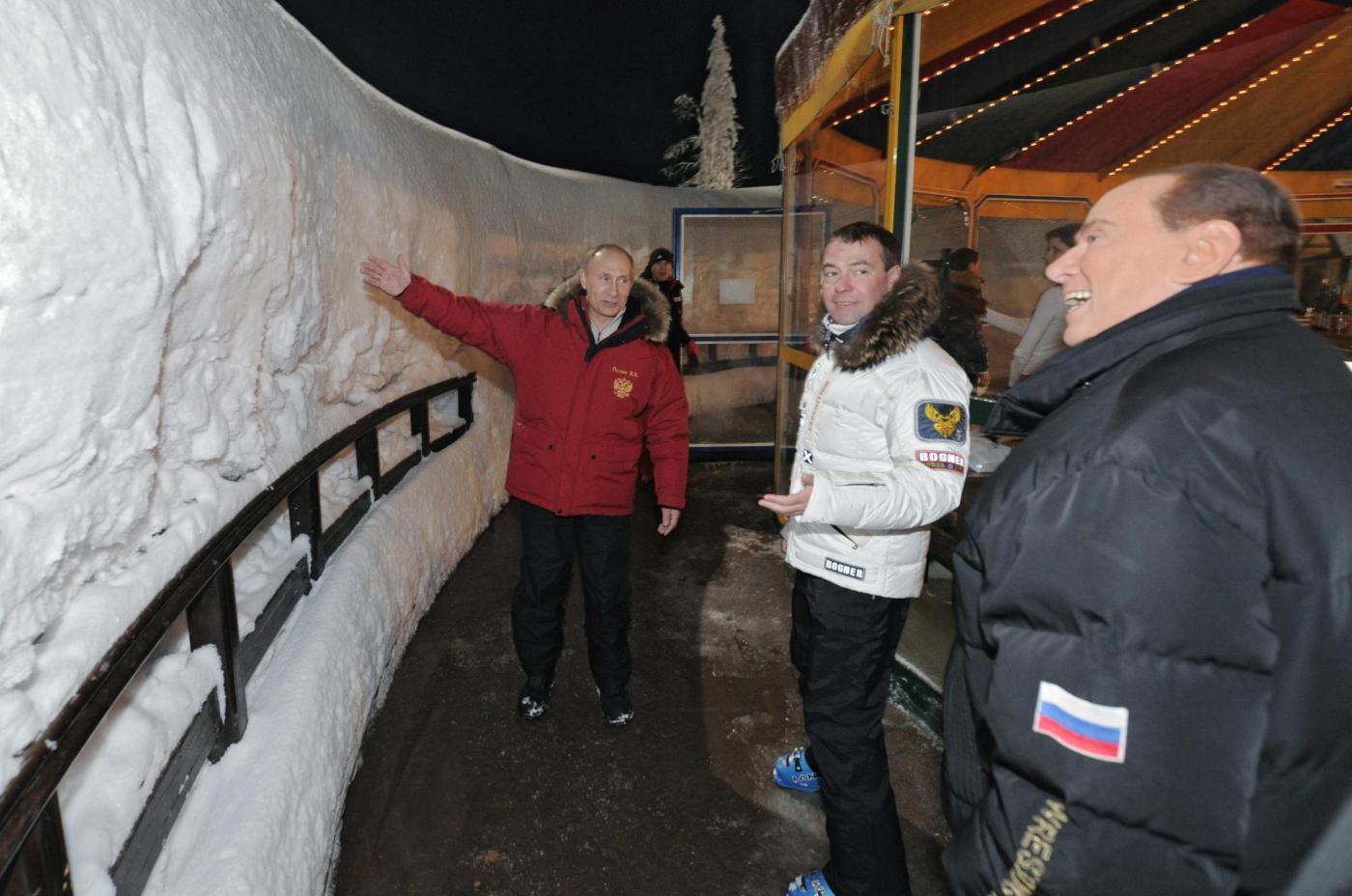 Russia, incontro in montagna tra Berlusconi, Putin e Medvedev016