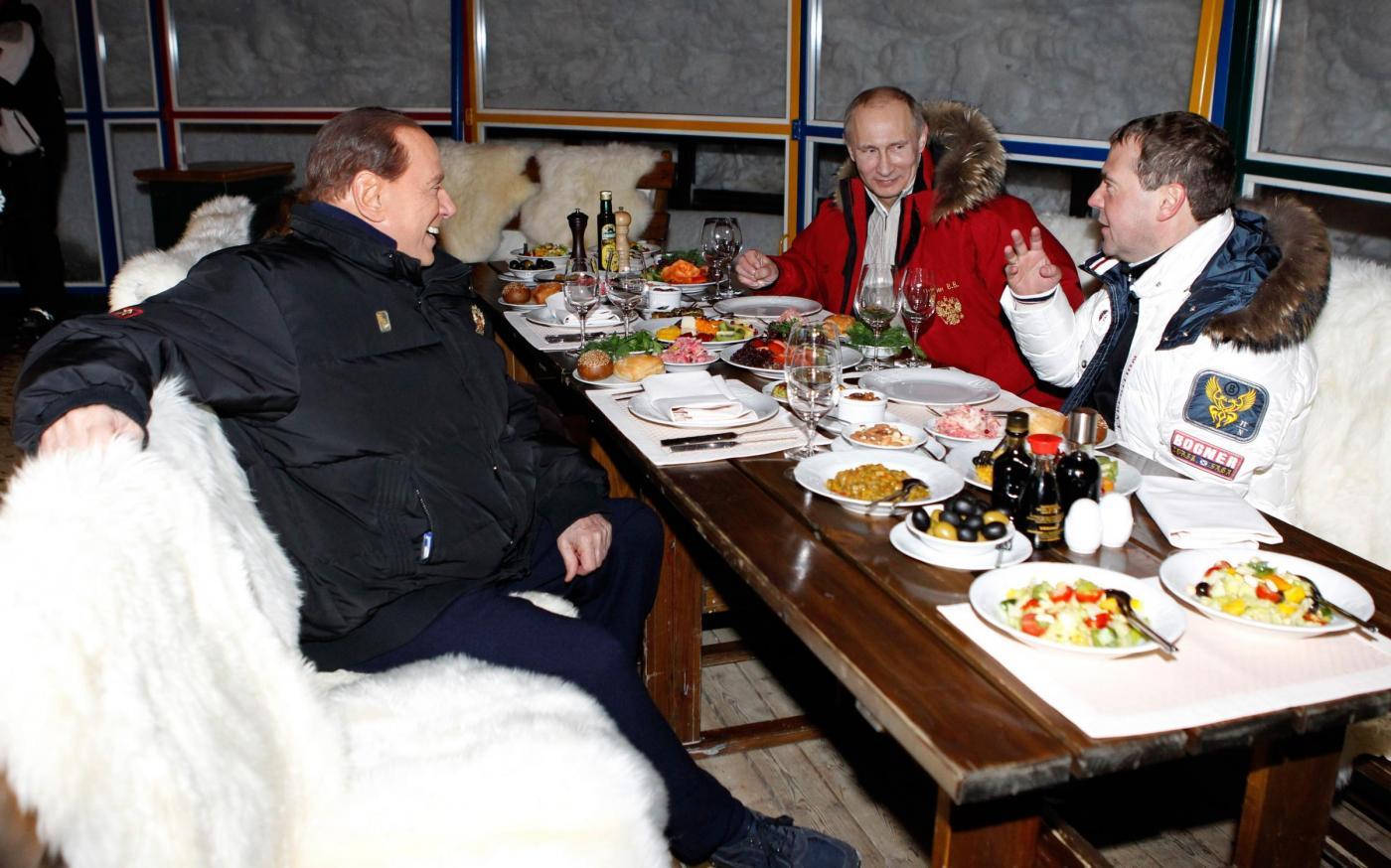 Russia, incontro in montagna tra Berlusconi, Putin e Medvedev019