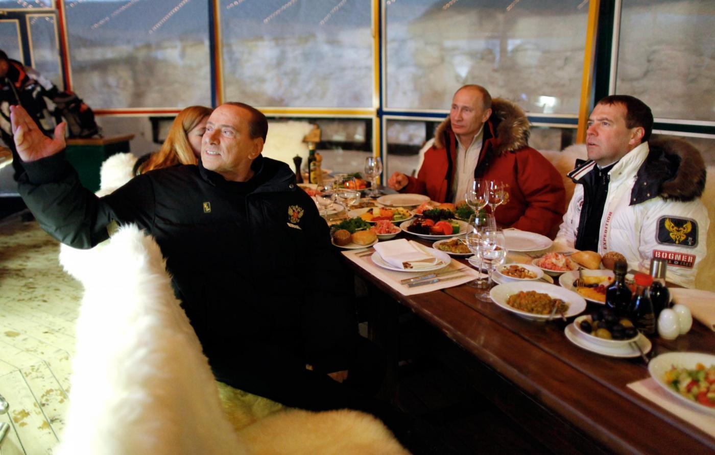 Russia, incontro in montagna tra Berlusconi, Putin e Medvedev05