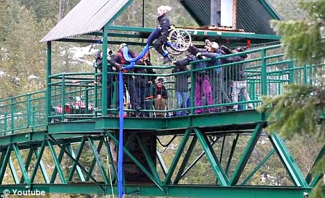 Bunjee Jumping in sedia a rotelle01