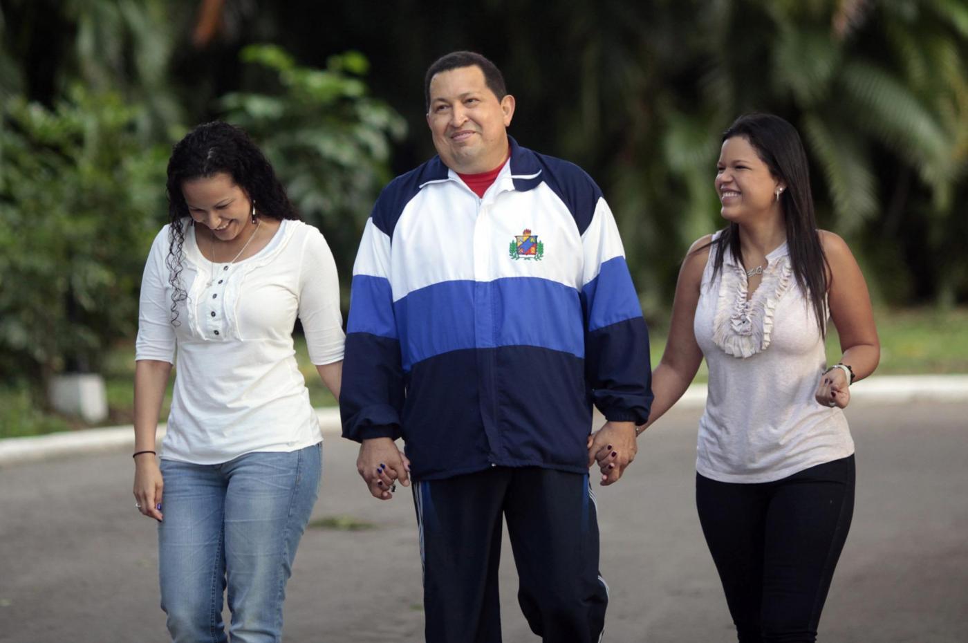 Chavez a Cuba con le figlie 02