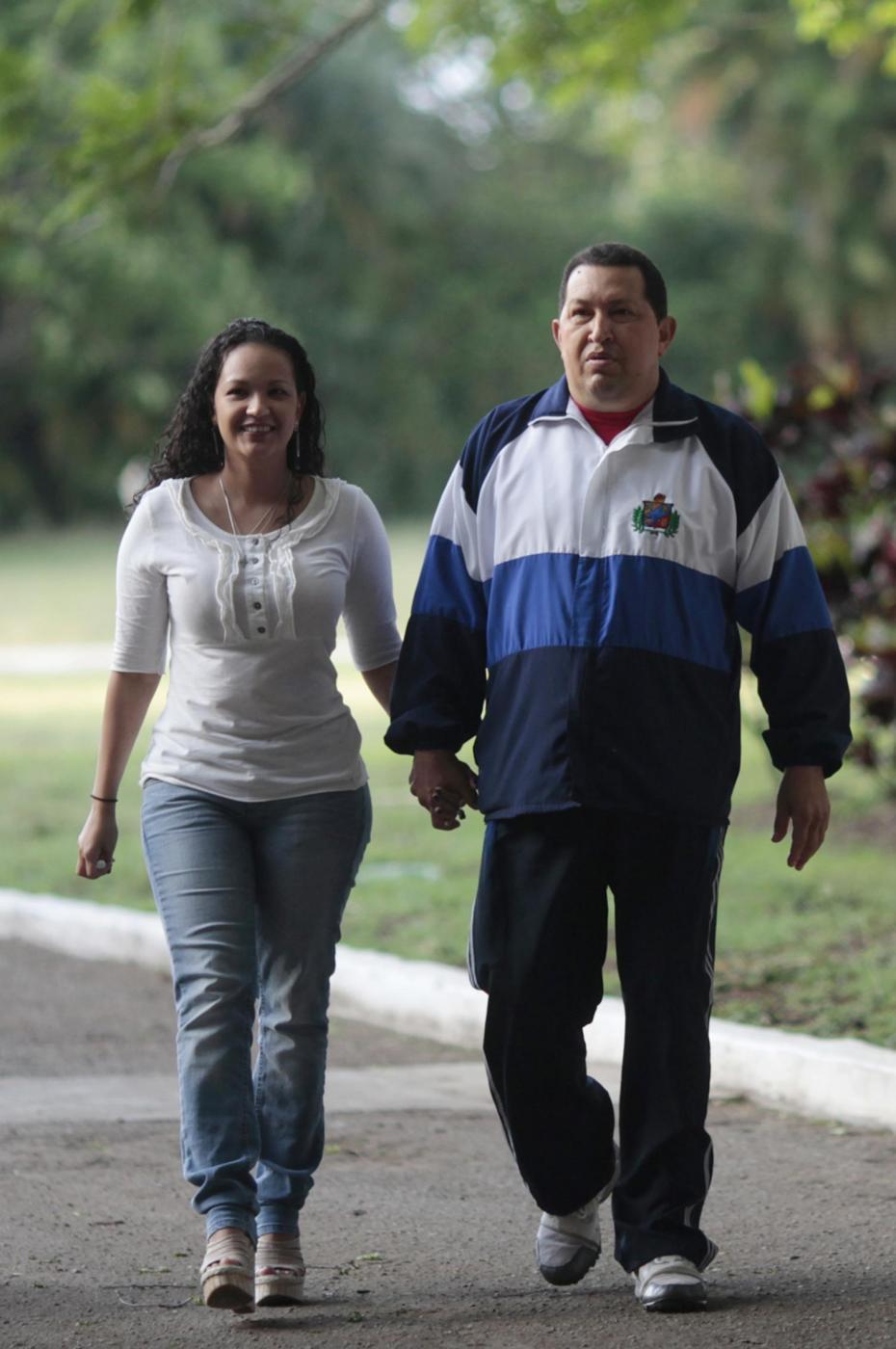 Chavez a Cuba con le figlie 04