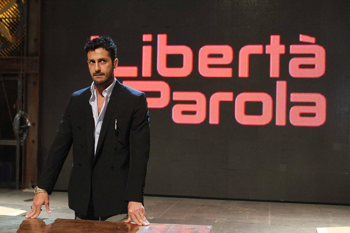 Fabrizio Corona presenta il suo talk-show televisivo 01
