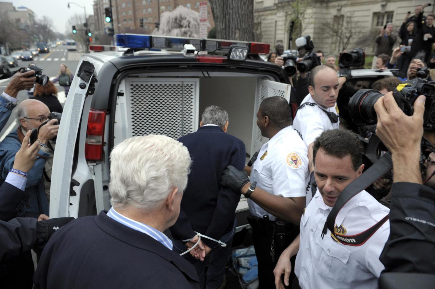 L'arresto di George Clooney 09