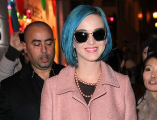 Katy Perry Moschino Chip Chic 01