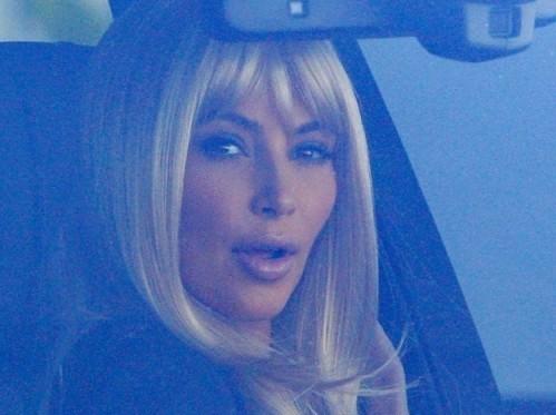 Kim Kardashian bionda 02