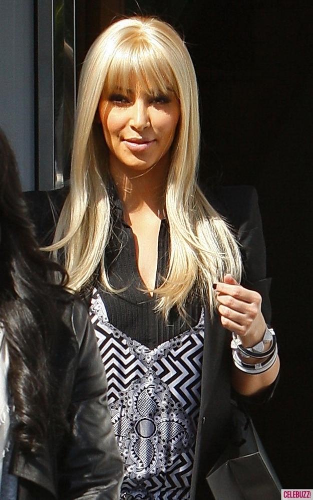 Kim Kardashian bionda 04
