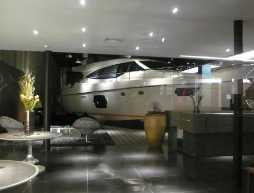 Una barca Ferretti in vendita alla Citade Jardim di San Paolo