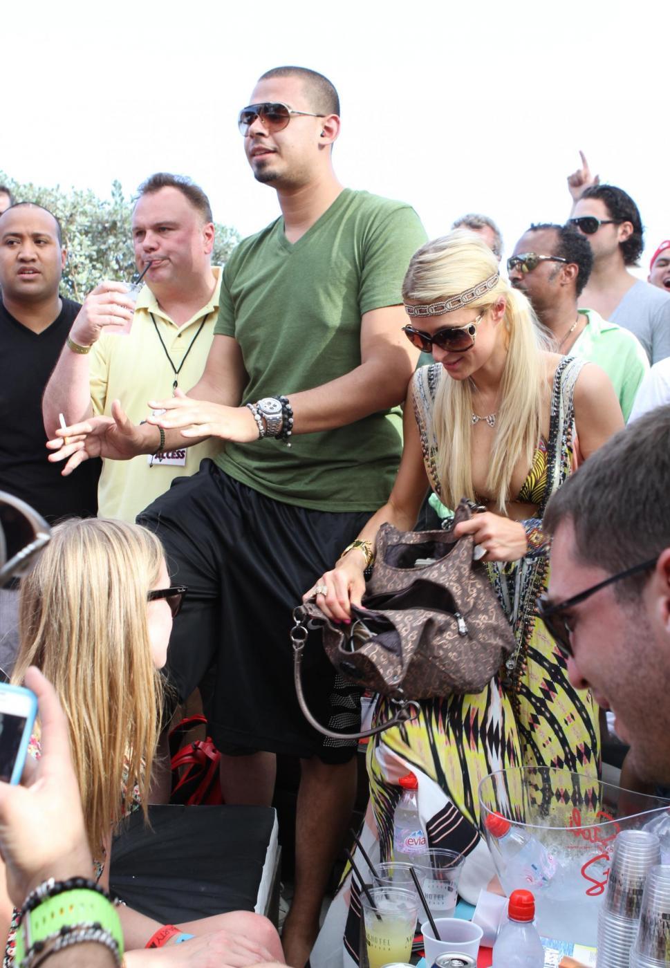Paris Hilton e il fidanzato, il DJ Afrojack010