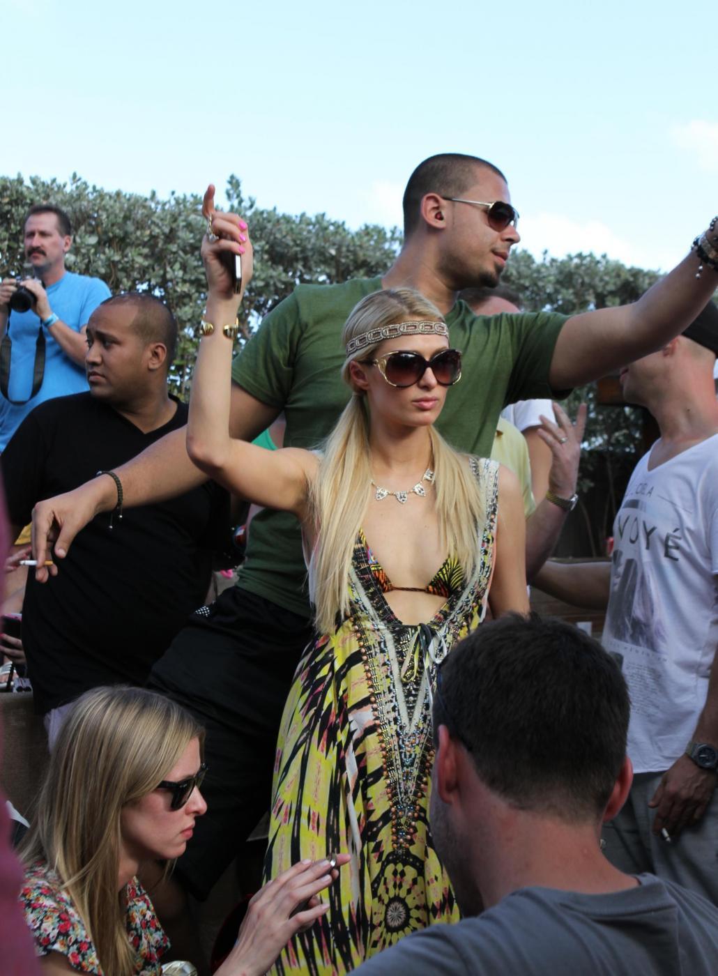 Paris Hilton e il fidanzato, il DJ Afrojack011