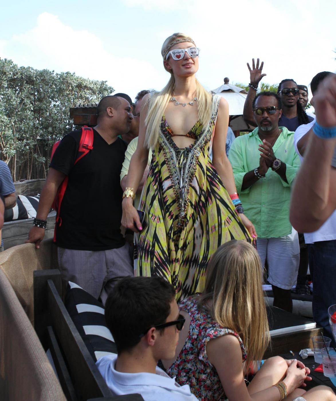 Paris Hilton e il fidanzato, il DJ Afrojack05