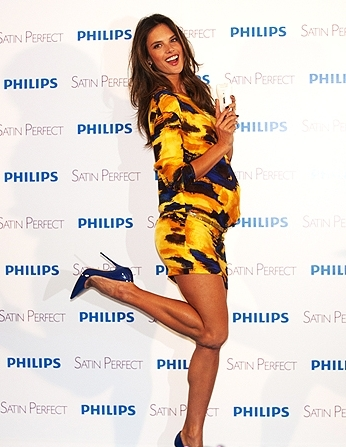 Alessandra Ambrosio testimonial Philips 01