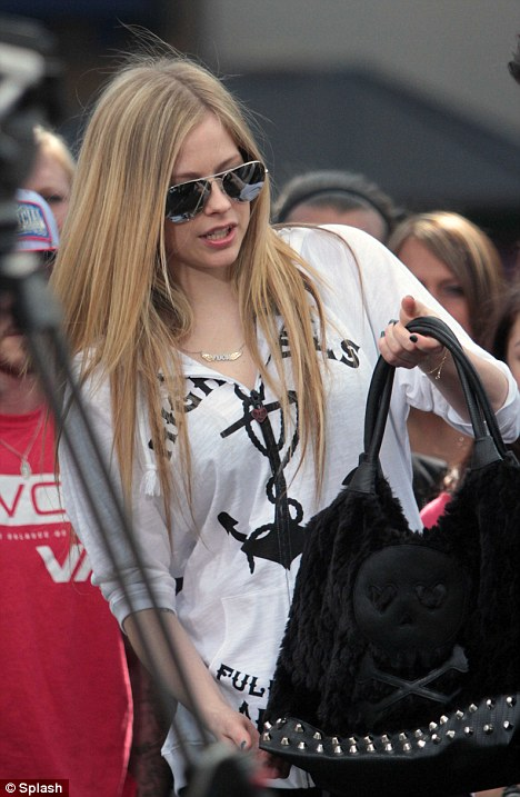 Il girocollo di Avril Lavigne02
