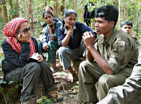 Arundhati Roy con i ribelli maoisti