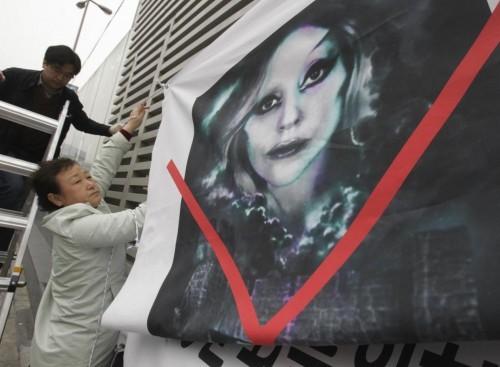 Lady Gaga, la protesta dei cristiani conservatori 10