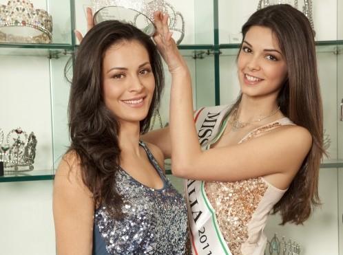 """d37a21d48dff0 Miss Italia  Stefania Bivone """"cede"""" la corona per 45 giorni a Mayra  Pietrocola"""