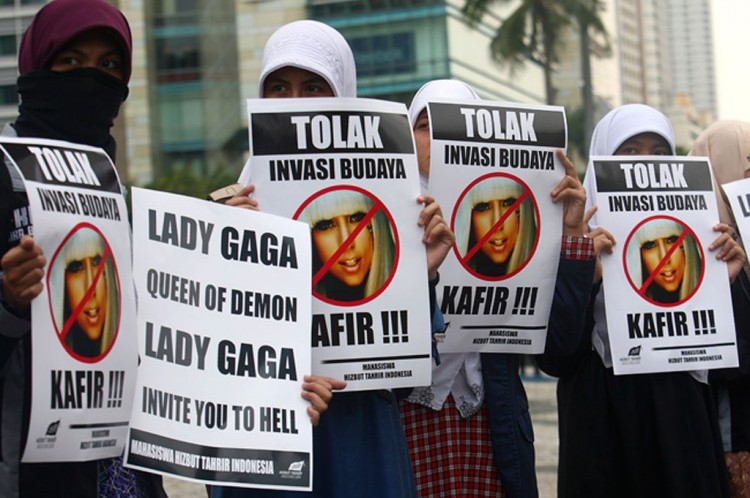Indonesia: protesta contro Lady Gaga
