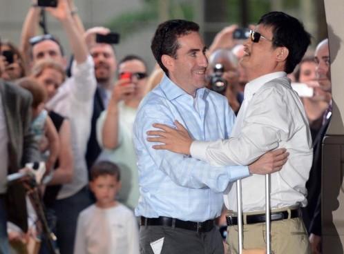 L'attivista cieco Chen Guangcheng arriva a New York02