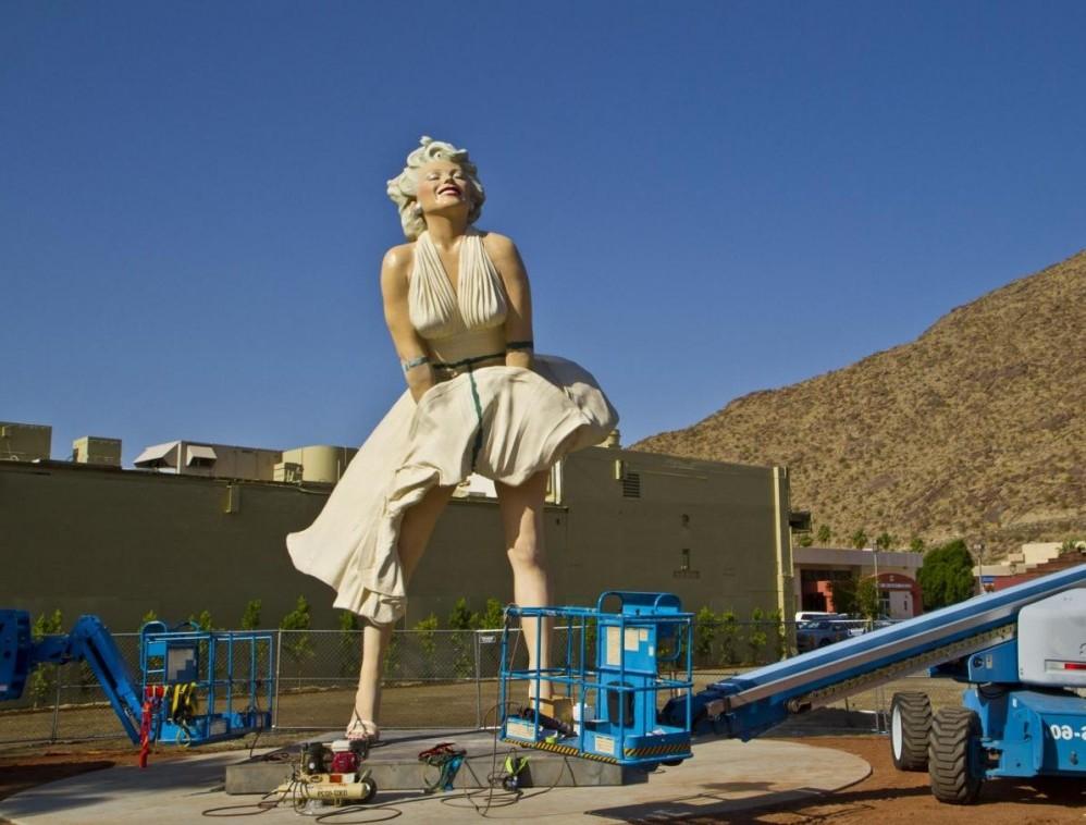 Statua a Marilyn Monroe a Palm Springs08
