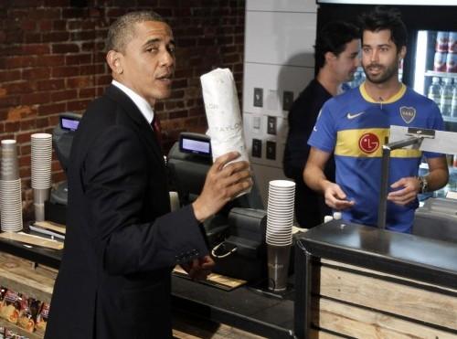 Barack Obama in paninoteca a Washington 03