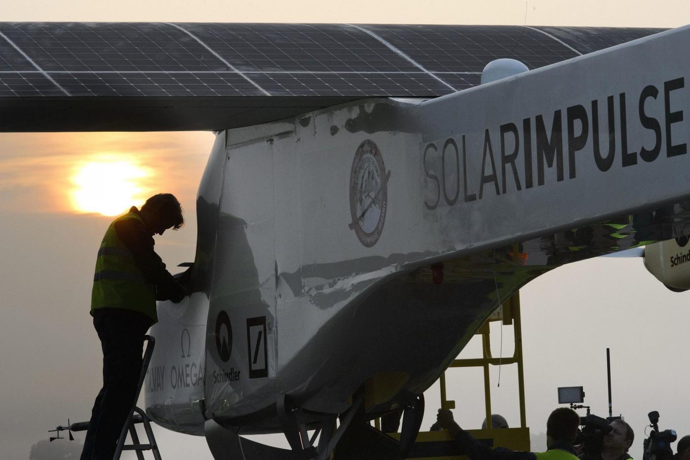 Decolla Solar Impulse, il primo aereo solare al mondo01