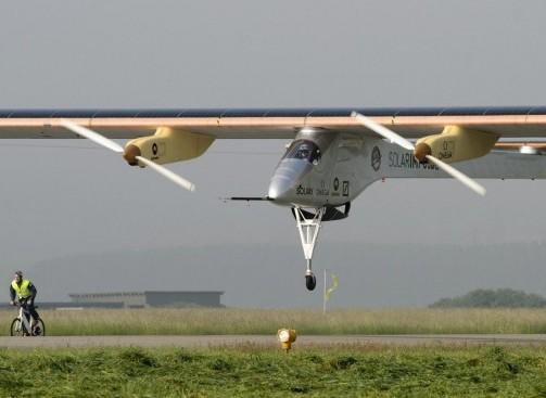 Decolla Solar Impulse, il primo aereo solare al mondo010