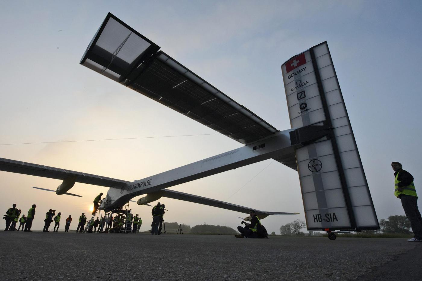 Decolla Solar Impulse, il primo aereo solare al mondo02