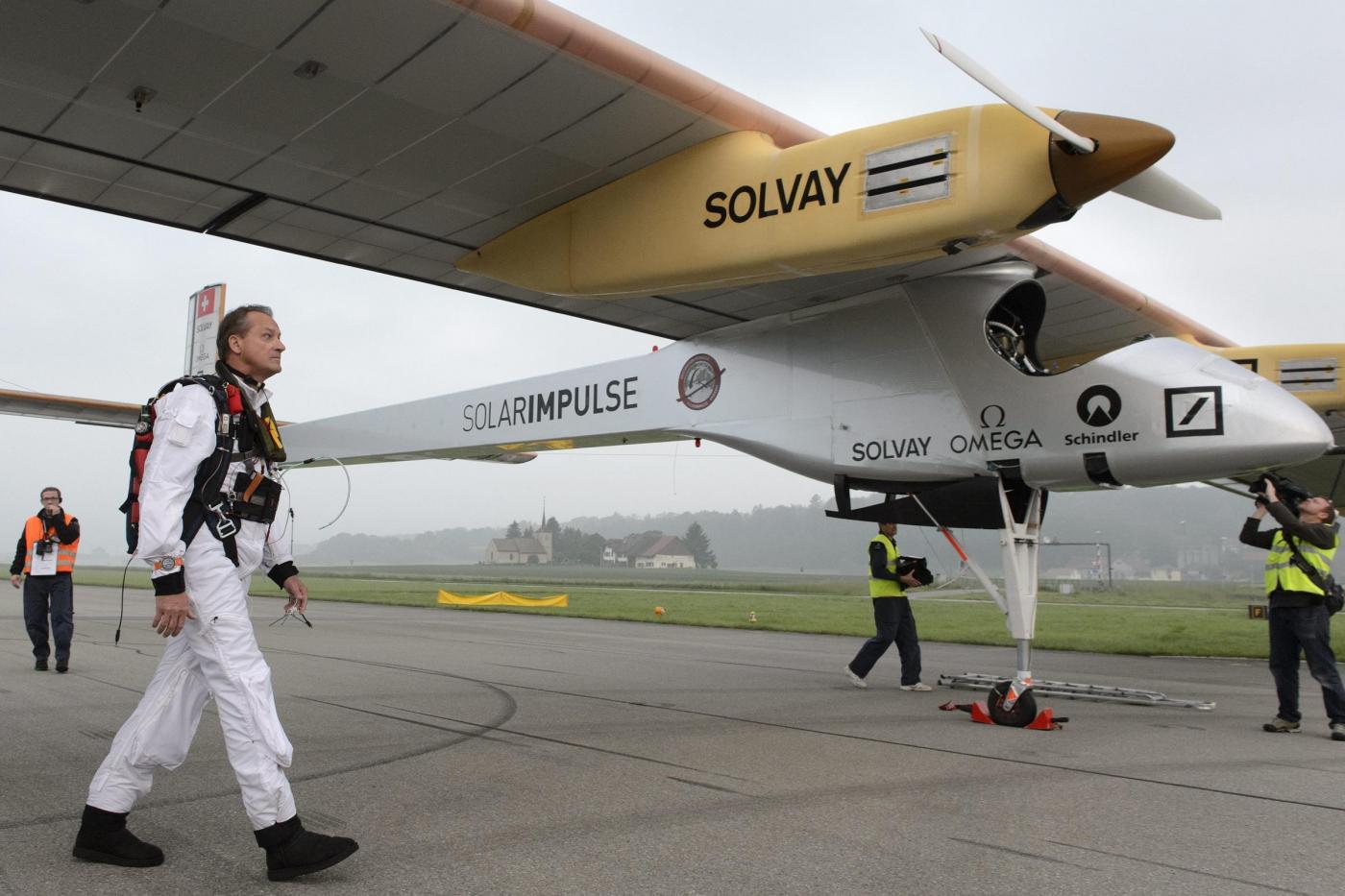 Decolla Solar Impulse, il primo aereo solare al mondo03