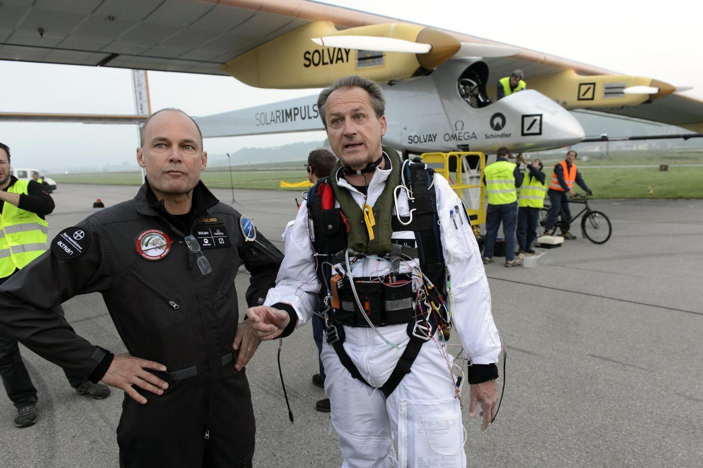 Decolla Solar Impulse, il primo aereo solare al mondo05