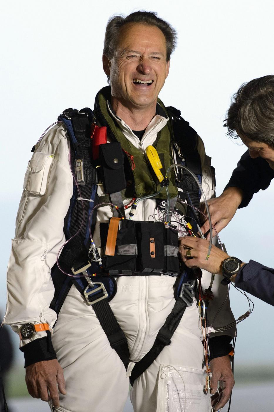 Decolla Solar Impulse, il primo aereo solare al mondo06