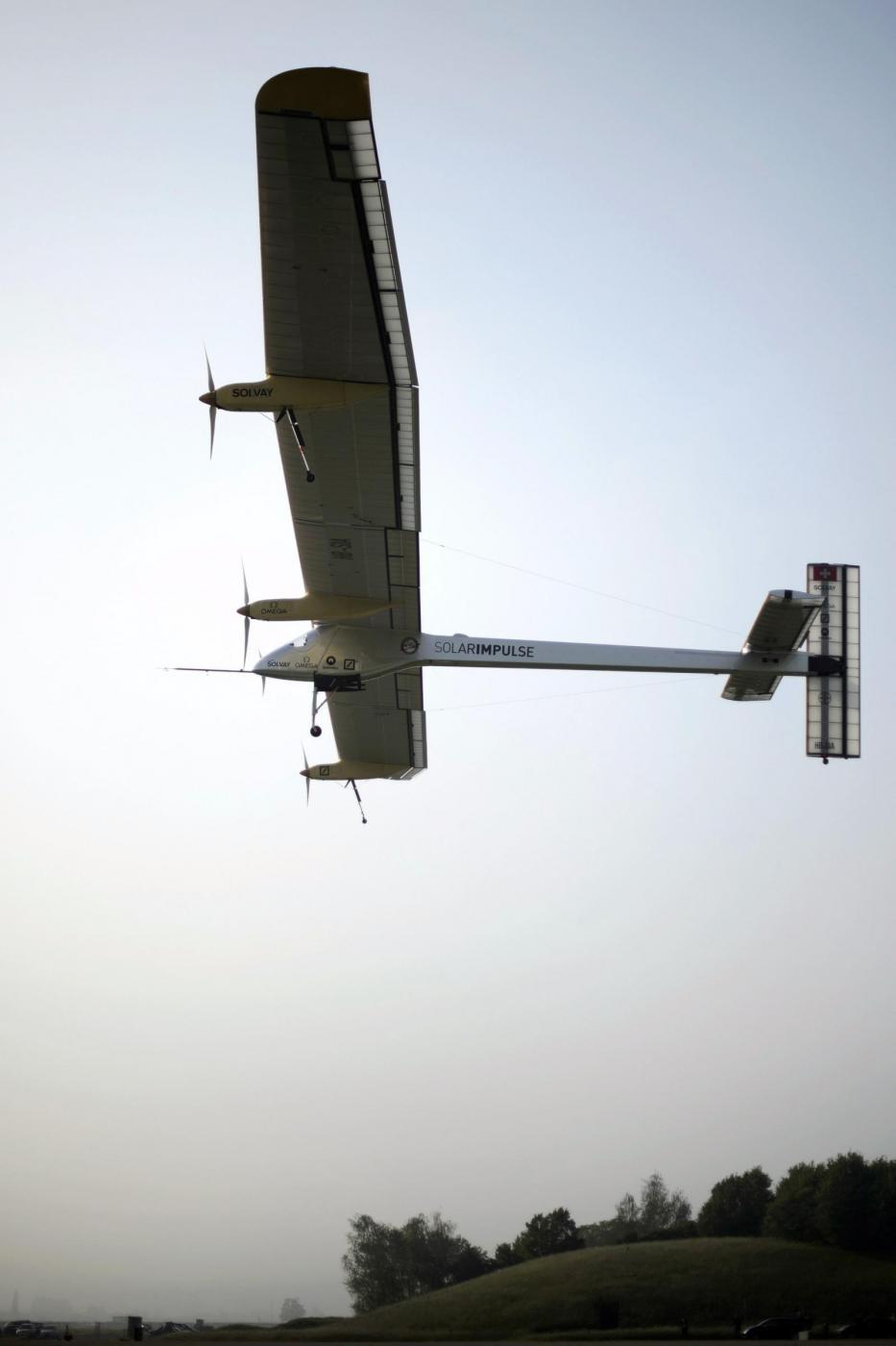 Decolla Solar Impulse, il primo aereo solare al mondo09