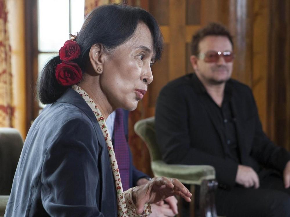 Oslo, Aung san Suu Kyi incontra la star degli U2 Bono02