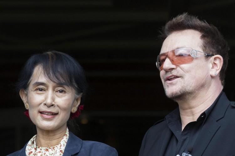 Oslo, Aung san Suu Kyi incontra la star degli U2 Bono01