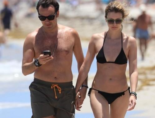 Elena Barolo con il fidanzato in spiaggia a Miami 08