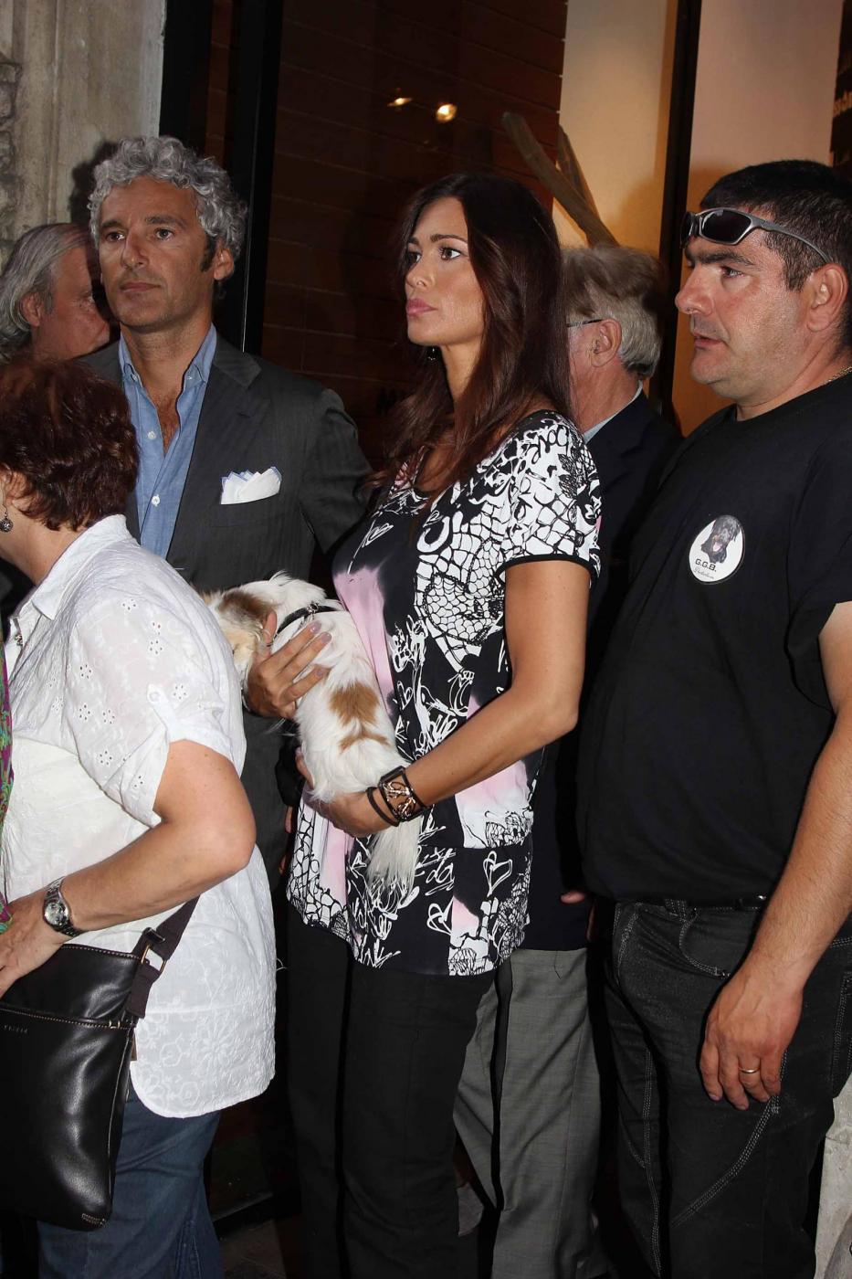 Manuela Arcuri i con il suo chihuahua02