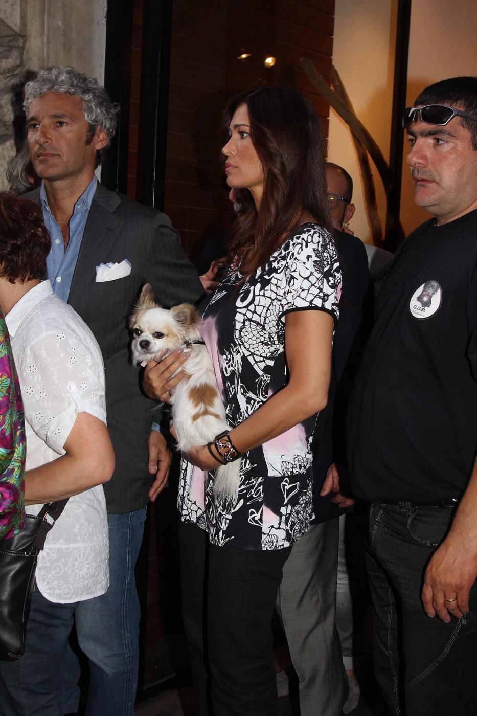 Manuela Arcuri i con il suo chihuahua04