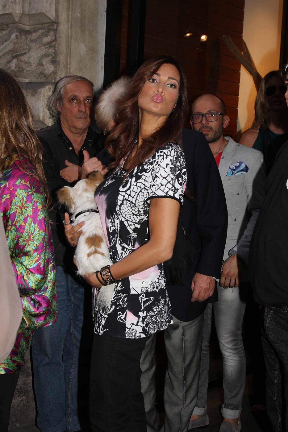 Manuela Arcuri i con il suo chihuahua05