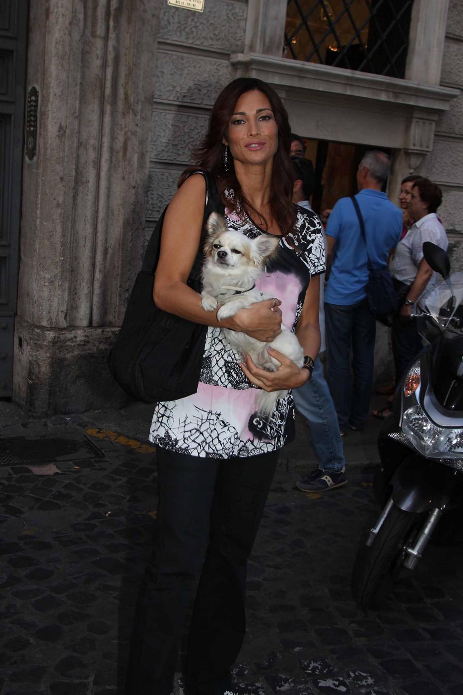 Manuela Arcuri i con il suo chihuahua06
