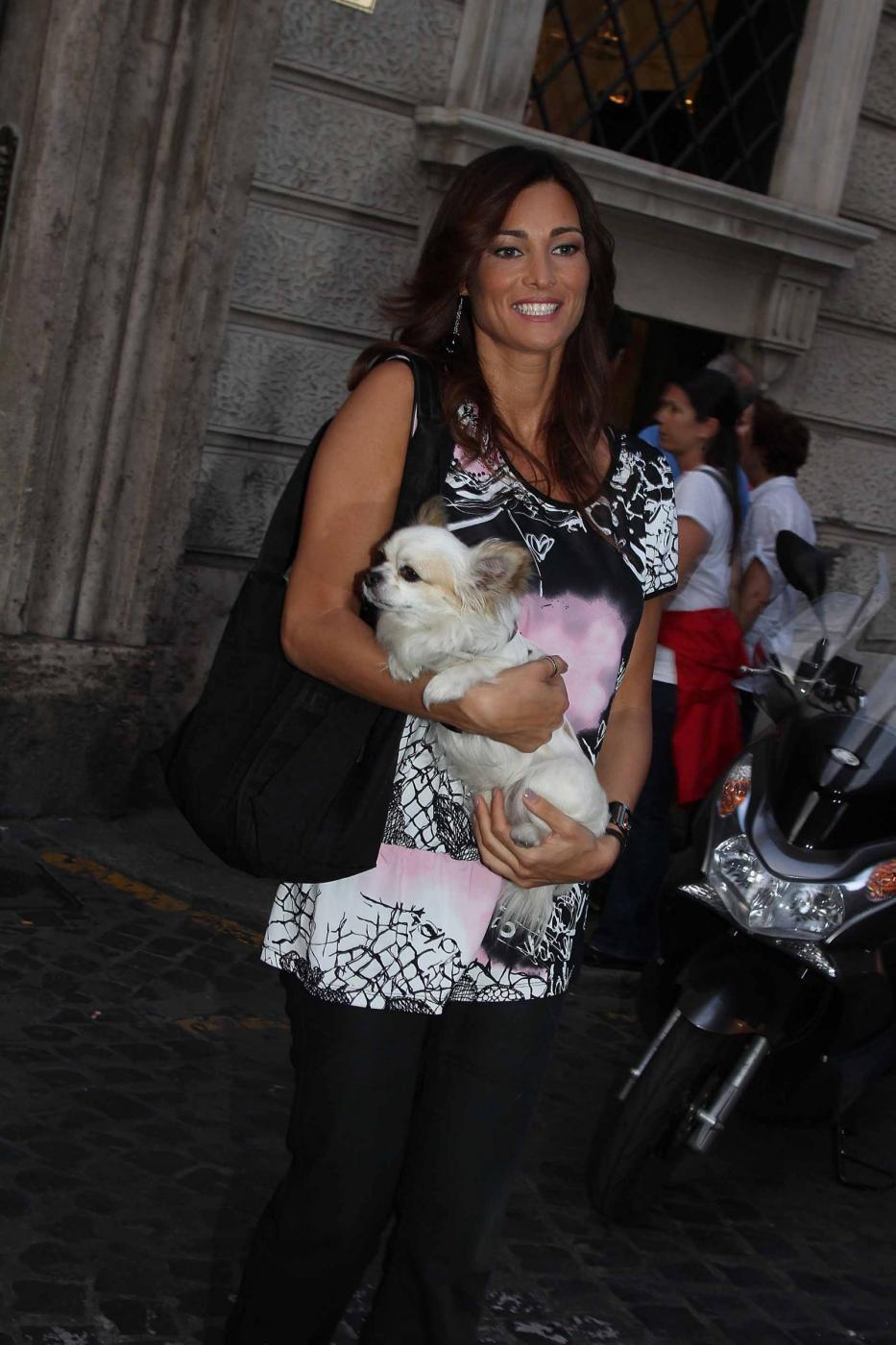Manuela Arcuri i con il suo chihuahua07