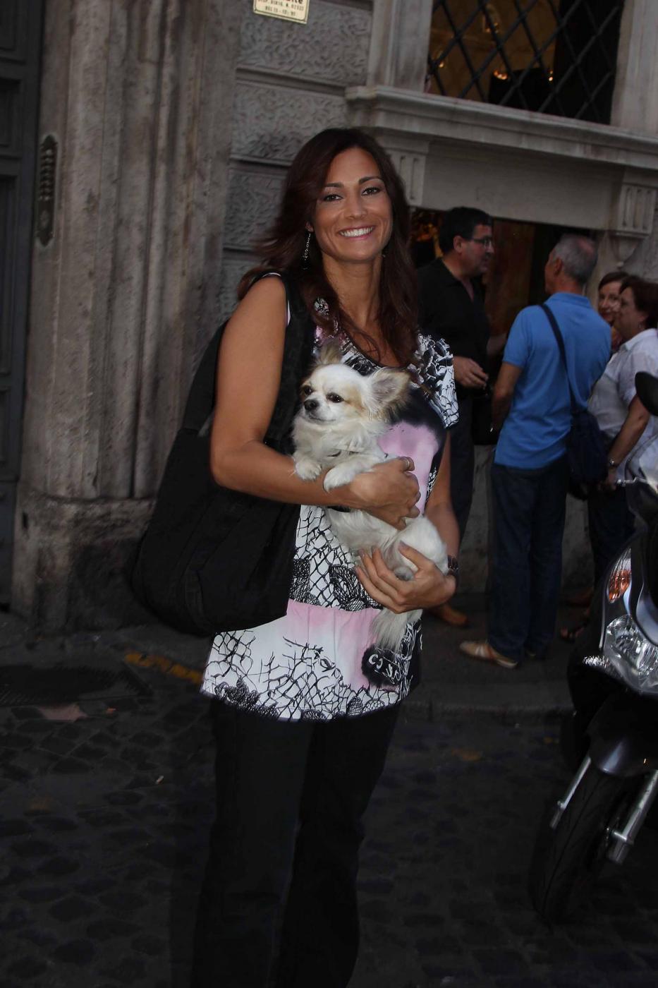Manuela Arcuri i con il suo chihuahua08