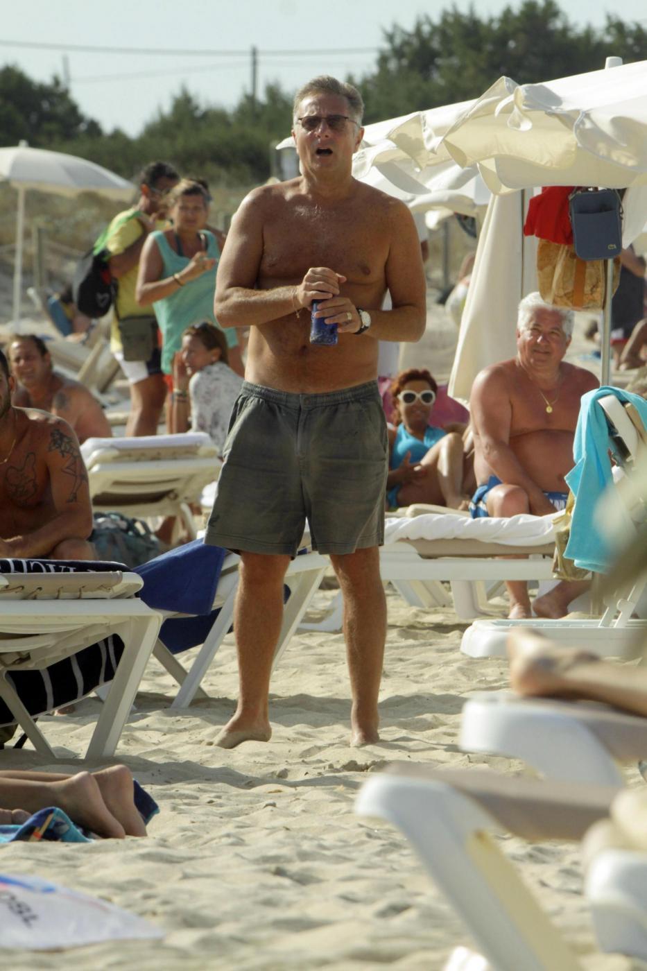 Paolo Bonolis a Formentera con la moglie Sonia ed il figlio11