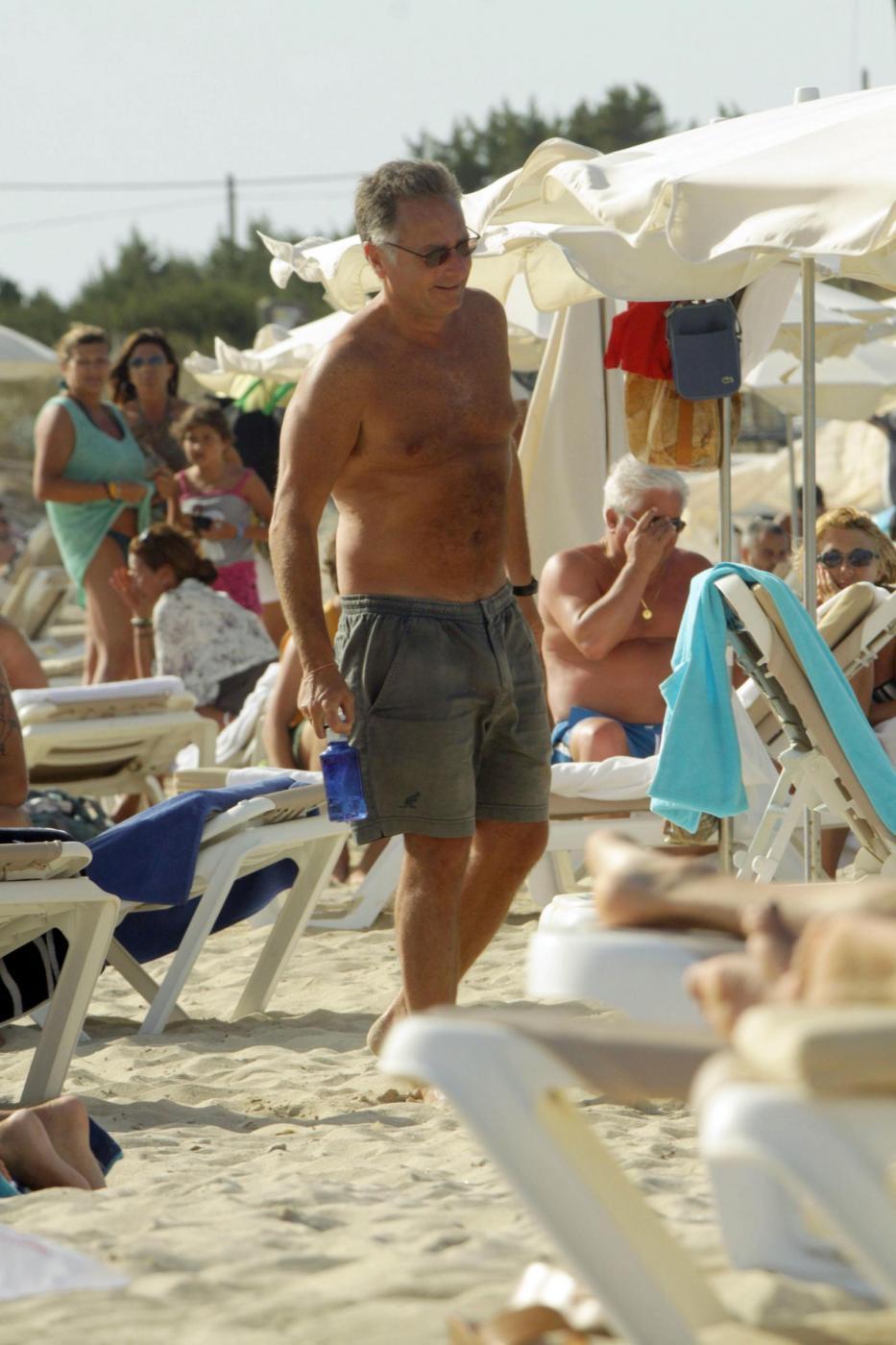 Paolo Bonolis a Formentera con la moglie Sonia ed il figlio12